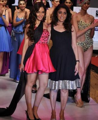 Shazahn And Sushma Walked On Ramp At India Resort Fashion Week 2012.