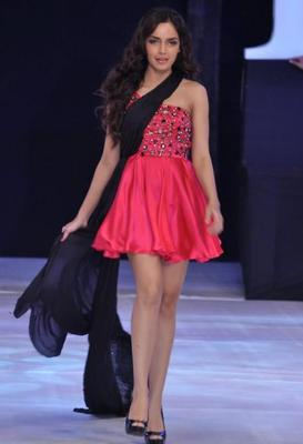 Shazahn Looked Hot In Mini Red Dress On Ramp At India Resort Fashion Week 2012