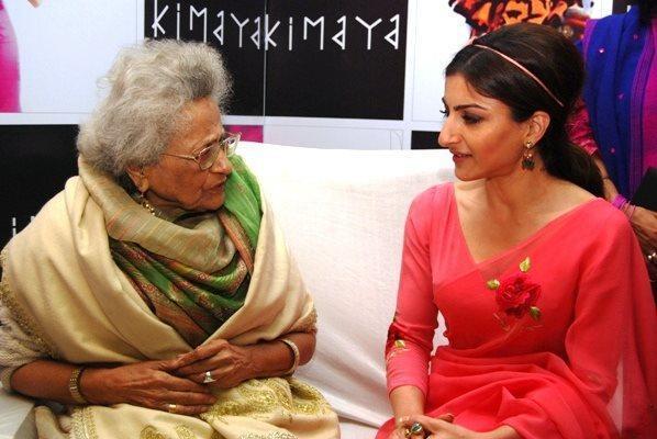 Soha With Begum Hamida Photo Clicked At Luxury Fashion Store Kimaya Launch