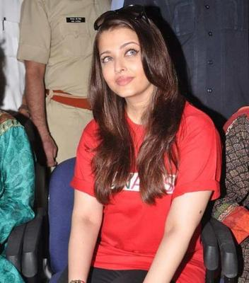 Aishwarya Rai Smiling Still At UNAIDS Day Promotion