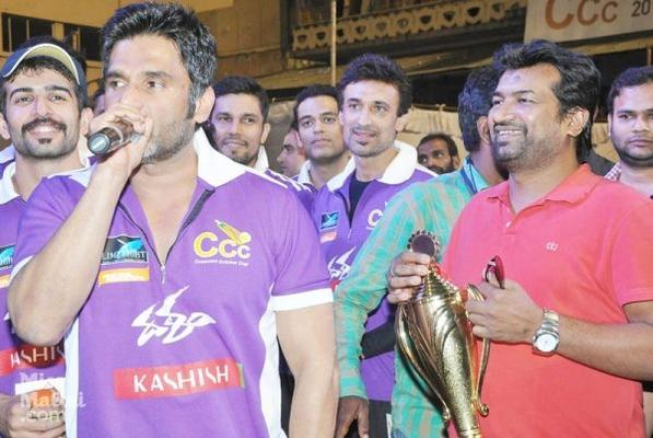 Suniel Shetty And Sonu Sood At Crescent Cricket Cup 2012