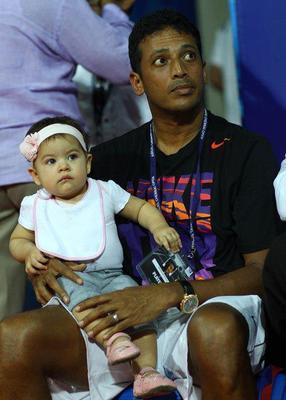 Mahesh With Daughter Saira At Aircel Chennai Open 2013 Tennis Tournament