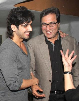 Zayed And Talat Share A Laugh At Ranjeet And Wife Nazneen Dinner Party