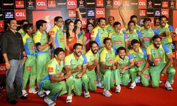 Mohanlal With His Team Posed For Camera At Celebrity Cricket League Curtain Raiser 2013
