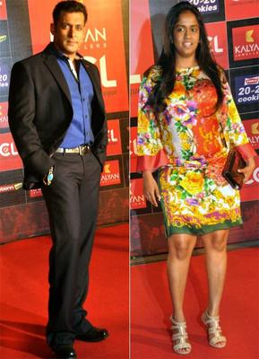 Salman And Arpita Posed Fotr Photo At Celebrity Cricket League Curtain Raiser 2013