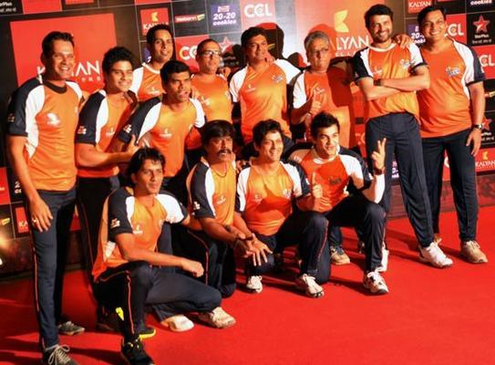 A Team Posed For Photo At Celebrity Cricket League Curtain Raiser 2013