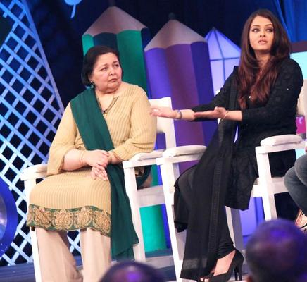 Pamela Chopra With Aishwarya Rai Bachchan On The Dias At NDTV Support My School 9am To 9pm Campaign