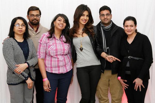 Priyanka Chopra Cool Posed With Her Fans At Bramalea City Center
