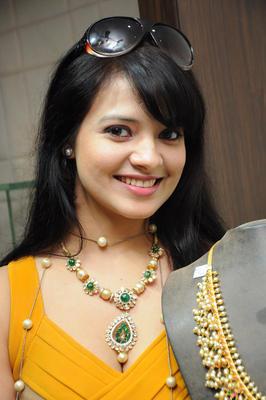 Saloni Aswani Attractive Look At Hiya Jewellers Launch Event