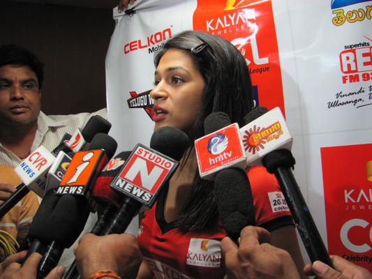 Shraddha Das Addresses The Media At Rajahmundry Red FM Studio