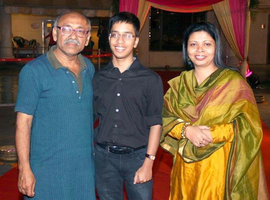 Guests Are Posed At Anjan Shrivastav Son's Wedding Reception