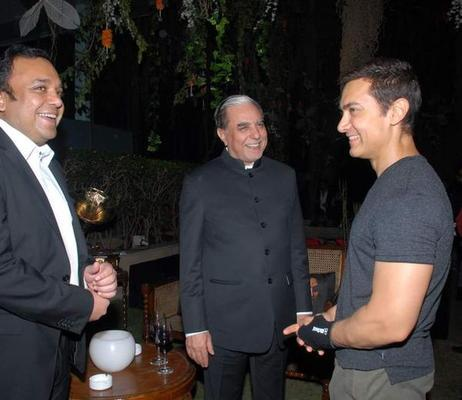 Subhash And Aamir Smiling Photo Clicked At 20th Anniversary Bash Of ZEE TV