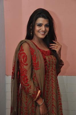 Tashu Kaushik Smiling Still At Gola Seenu Movie Audio Release Function