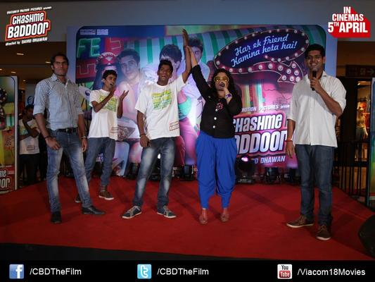 RJ Malishka With Fans Clicked At Chashme Baddoor Music Launch