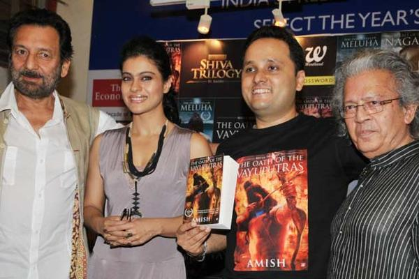 Shekhar,Kajol,Amish And Anil Smiling Pose At The Launch Of The Oath Of The Vayuputras Book