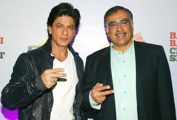 Shahrukh And Sanjiv Cool Pose At TATA Tea Jaago Re Press Conference