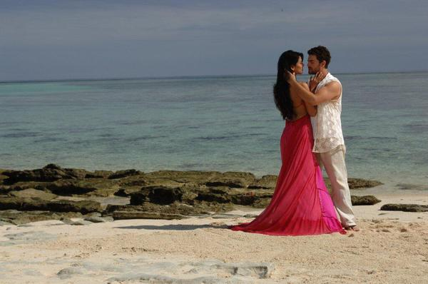 Sonal And Neil Nitin Cosy Photo Still From Movie 3G Song