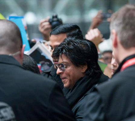 SRK Stylish Look At Vancouver International Airport For Attending TOIFA 2013