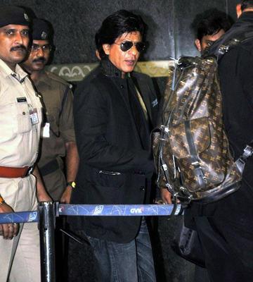 Shahrukh Khan Stylish Look At Mumbai Airport Leaving For TOIFA 2013