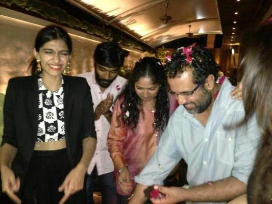 Sonam Kapoor And Dhanush At The Wrap Up Party Of Raanjhnaa