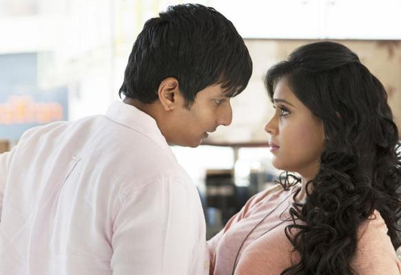 Jeeva And Thulasi Sexy Expression Photo Still From Tamil Movie Yaan