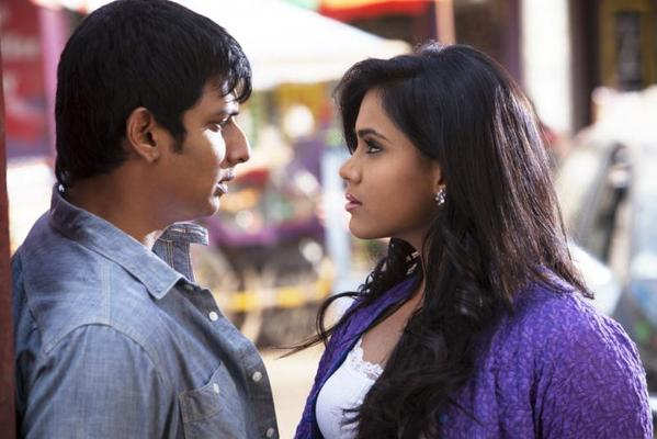 Jeeva And Thulasi Sexy Look Photo Still From Tamil Movie Yaan