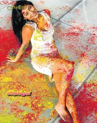 Shriya Saran Sexy Look Photo Still In Color