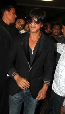 Shahrukh Khan Stylish Look At Mumbai Airport On Their Arrival From TOIFA 2013