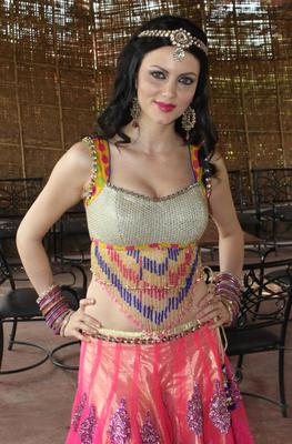 Yana Gupta At Dussehra Movie Special Song Shoot For Holi