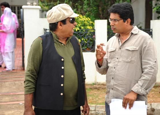 Brahmanandam Chatting Still On The Sets Of Greeku Veerudu Movie