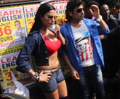 Veena Malik Visits Kamathipura Photos