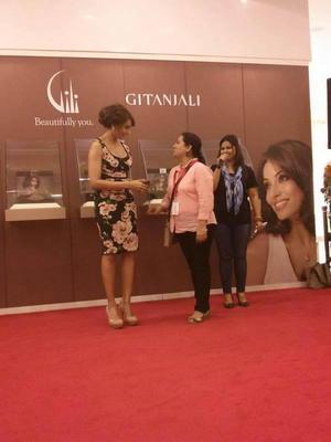 Bipasha Basu Snapped At Dubai Mall For Gili And Gitanjali Launch