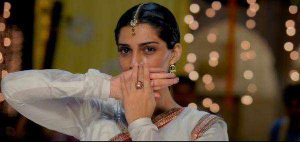 Raanjhanaa New Stills Starrer Dhanush And Sonam