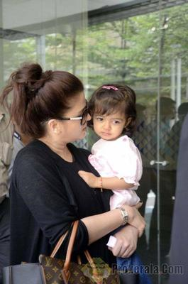 Aishwarya, Abhishek and Aaradhya Arrive Home From London