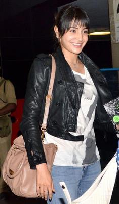 Anushka Sharma Spotted In Mumbai International Airport