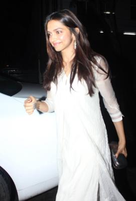 Deepika Padukone Gorgeous Pic In Sleevefull White Dress At Arjun Kapoor's Birthday Bash