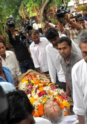 Bollywood Gathers Around To Bid Farewell To The Beloved Pran Sahab