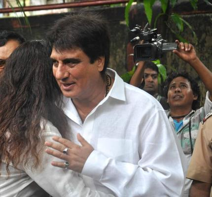Raj Babbar Snapped To Bid Farewell To The Beloved Pran Sahab