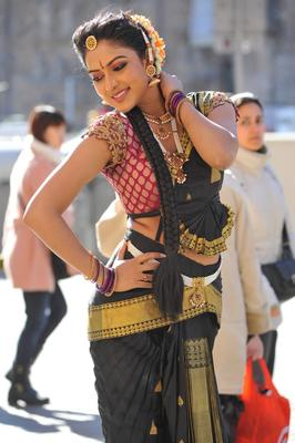 Amala Paul In Iddarammayilatho Movie Stills