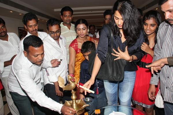Anushka Inauguration Still At Sarath Shetty Photography Exhibition