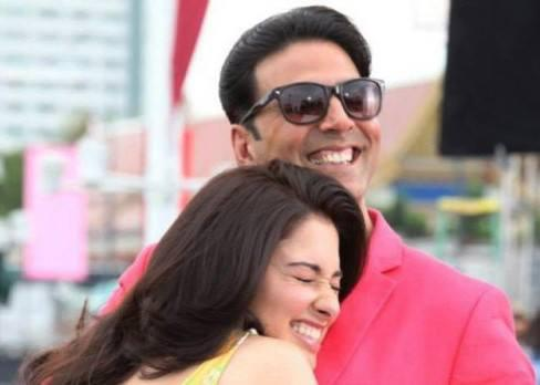 Akshay Kumar And Tamanna Bhatia Smiling Pic From The Location Of Its Entertainment
