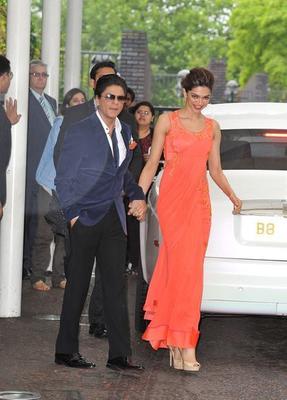 Shahrukh And Deepika At Chennai Express Premiere In London