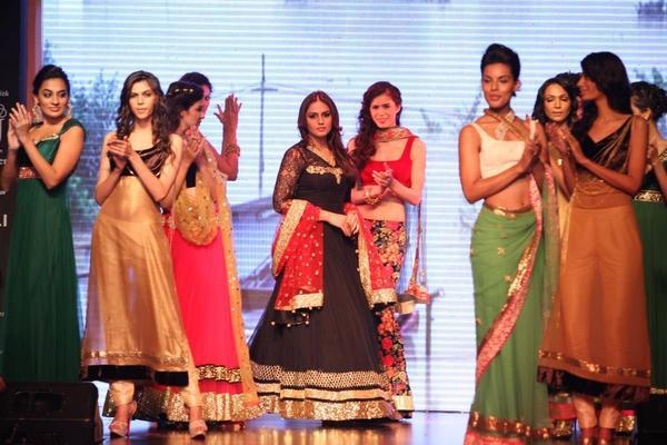 Gangs Of Wasseypur Fame Actress Huma Qureshi Walked On Theramp For Nirav Modi At IIJW 2013
