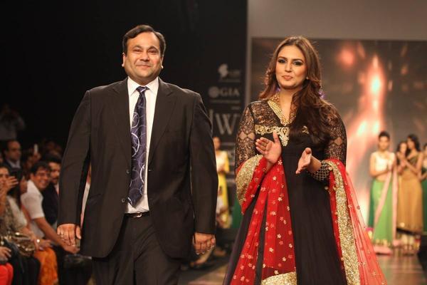 Huma Qureshi And Nirav Modi Walking The Ramp For Auro Gold Show At The IIJW