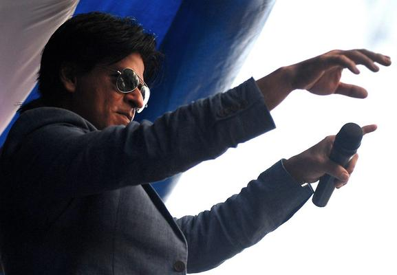 SRK Nice Look During The Promotion Of Chennai Express At K Lounge