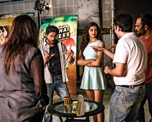 SRK And Deepika Posed On The Sets Of A Promotional Photo Shoot For Chennai Express