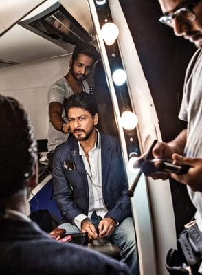 SRK Dazzling Look On The Sets Of A Promotional Photo Shoot For Chennai Express