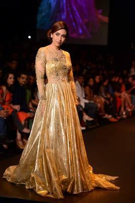 Karisma Kapoor walks for Vikram Phadnis at Lakme Fashion Week 2013