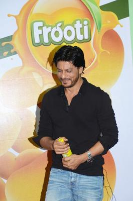 Shahrukh Khan Meets Winners Of The Frooti Contest
