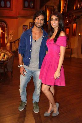 Shahid And Ileana Strike A Pose For Camera During The Promotion Of PPNH On The Sets Of Comedy Nights With Kapil